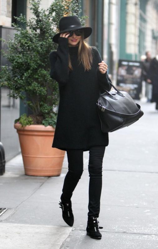 42ad5c083399 Οι διάσημες μας δείχνουν πως να φορέσουμε το μαύρο πουλόβερ - Όλα ...