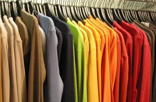 59eaf9a308a3 Πώς να μην αφήνεις σημάδια στα ρούχα όταν τα κρεμάς στην ντουλάπα ...