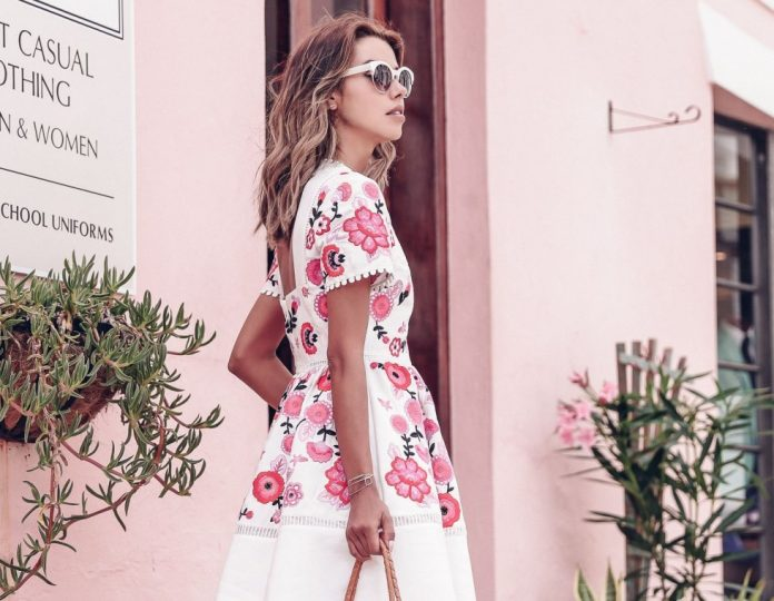 5 κινήσεις που θα κάνουν το ντύσιμό σας πιο καλοκαιρινό στη στιγμή