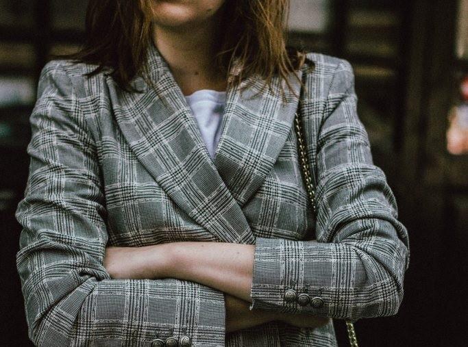 91ba089274e9 Ντυσίματα Γραφείου  Δες πως να φορέσεις το καρό Γυναικείο Κοστούμι ...