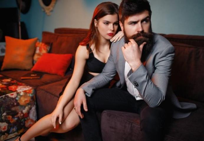 Πώς να ξέρετε αν βγαίνετε με κάποιον