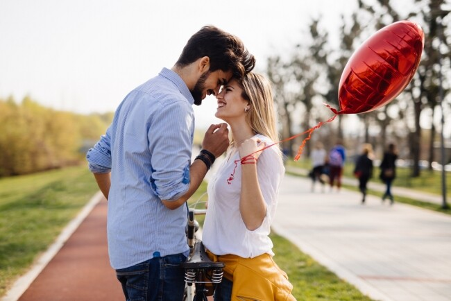 Πότε να αρχίσετε να βγαίνετε μετά από μια μακρά σχέση