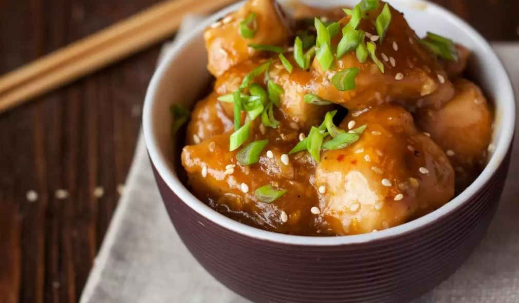 Γρήγορο και εύκολο λαχταριστό κινέζικο κοτόπουλο με πορτοκάλι